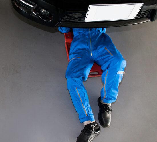 A mechanic at work - Lagentium Insurance Brokers